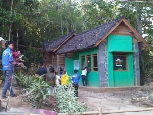 Loket masuk objek wisata Situ Sangiang.