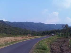 Jalan menuju Desa Sidamukti