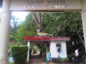 Gerbang masuk objek wisata Prabu Siliwangi