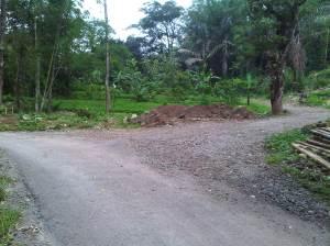 Pertigaan ini ambil arah kanan menuju area Paralayang Gunung Panten,