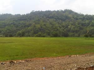 Lapangan Cibatu sebagai tempat landing Paralayang.