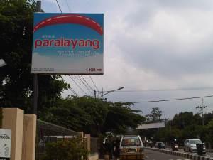 Petunjuk arah area paralayang di Jalan KH Abdul Halim Munjul.