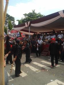 Kesenian Sampyong tampil di karnaval Hari Jadi Kabupaten Majalengka