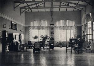 Kondisi Rumah Administratur Pabrik Gula Djatiwangi.  (sumber: media-kitlv.nl)