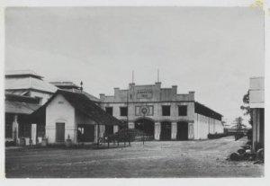 Bangunan Pabrik Gula Kadhipaten yang didirikan tahun 1911.  (sumber: media-kitlv.nl)